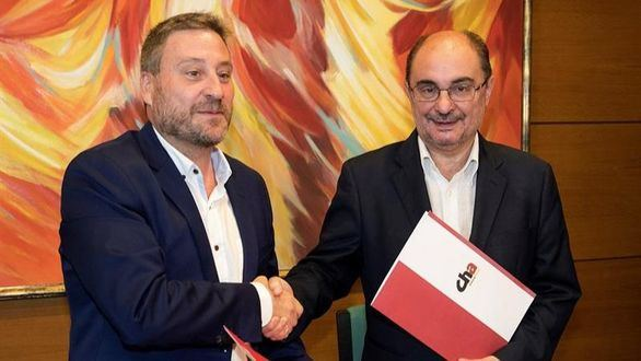 Javier Lambán (d), y el presidente de Chunta Aragonesista, José Luis Soro