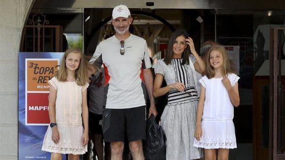 Arrancan las vacaciones de los Reyes y sus hijas en el Palacio de Marivent, en Palma