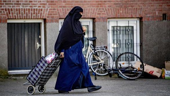 Primer 'día sin burkas' en Holanda