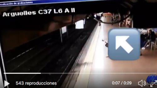 Un hombre empuja a otro a las vías del metro de Madrid