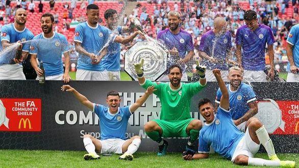 El City de Guardiola estrena la temporada alzando la Community Shield