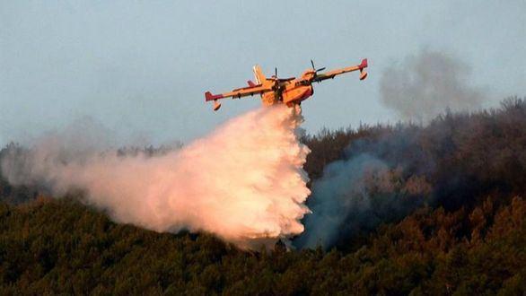 Los fuegos de La Granja y Miraflores, estabilizados tras arrasar 900 hectáreas