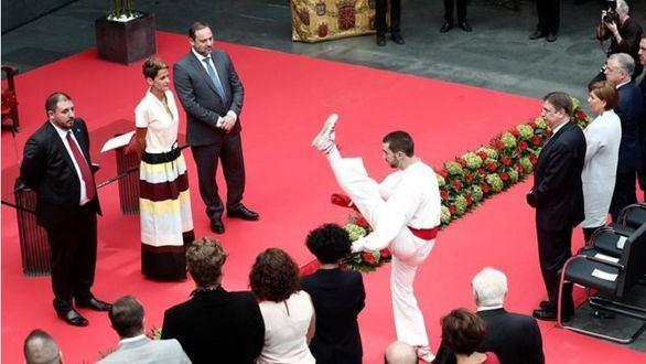 Sánchez consuma la traición a Navarra: una consejería y dos alcaldías para Bildu
