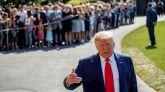 El presidente de EEUU, Donald Trump, atiende a los medios, este viernes.