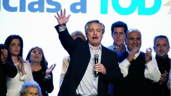 Macri, arrollado por el peronismo en las primarias