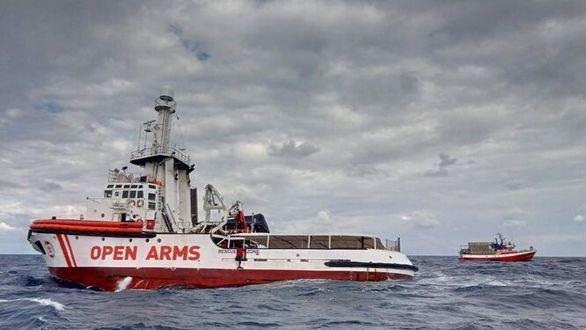 El Open Arms espera en aguas italianas el lugar para desembascar
