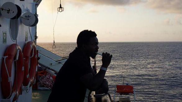 El Open Arms se niega a ir a España por la 'situación explosiva' que se vive a bordo