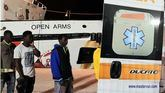 El Open Arms atraca en Italia y Sánchez manda un buque de la Armada