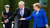Boris Johnson y Angela Merkel.