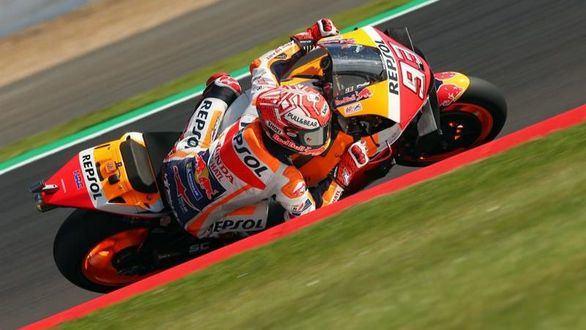 GP Gran Bretaña. Márquez gana a Quartararo, logra la 'pole' y el récord