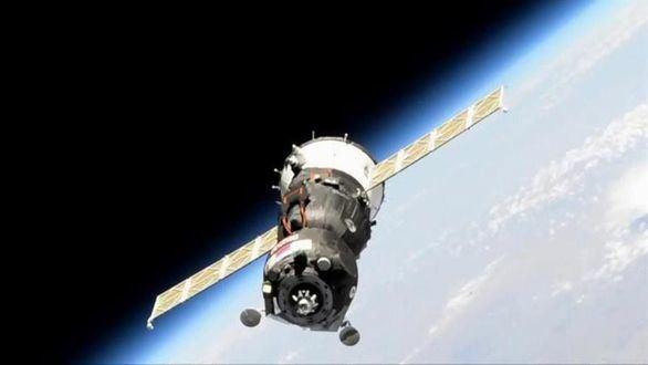 La nave Soyuz, con el androide 'Fiódor', repetirá el acoplamiento tras fallar su primer intento