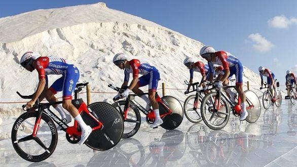 La Vuelta. 'Supermán' López estrena el maillot rojo