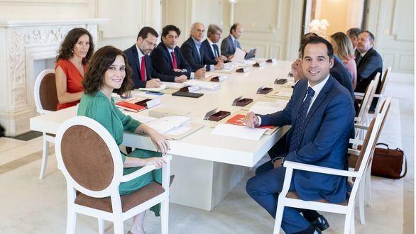 Ayuso ficha al 'hermano mayor' Pedro García Aguado