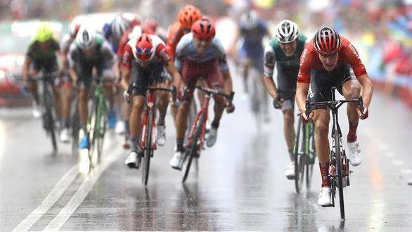 La Vuelta. Montserrat corona a Nicolas Edet, el nuevo maillot rojo de la carrera
