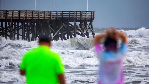 La costa de Florida se prepara para la llegada de Dorian, que sigue azotando las Bahamas