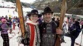 Fotografía de archivo (13/03/1995) de la ex esquiadora Blanca Fernández Ochoa, junto a su hermano Francisco en la estación de esquí de Baqueira Beret (Lleida).