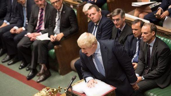 La Cámara de los Comunes tumba por dos veces el brexit de Johnson y bloquea su petición de elecciones