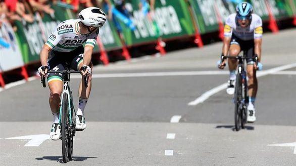 La Vuelta. Sam Bennett firma su doblete y Alejandro Valverde se cae