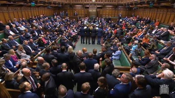 El Parlamento británico cierra tras rechazar de nuevo las elecciones de Boris Johnson