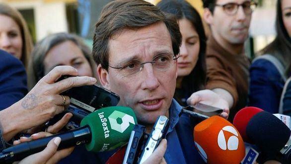 Almeida sale al rescate de Botella: despide a la abogada que preparaba el recurso contra su absolución