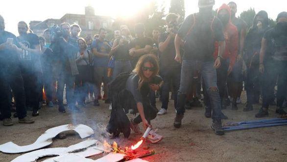 Violentos choques entre los CDR y los Mossos frente al Parlament