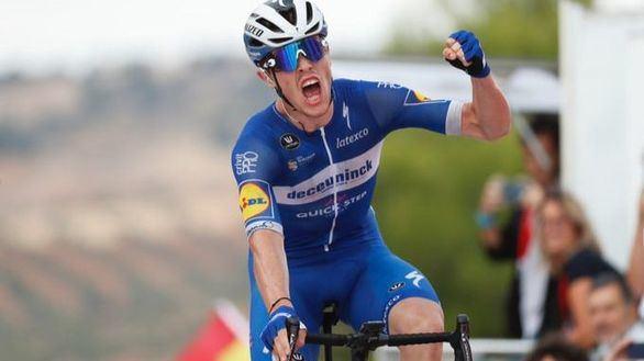 La Vuelta | Cavagna triunfa en Toledo y Roglic mantiene el maillot rojo con polémica
