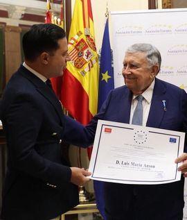 Luis María Anson, Medalla de Oro al mérito en el trabajo