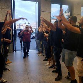 Madrugón y colas en la Puerta del Sol para adquirir el nuevo iPhone 11