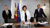 La portavoz del Ejecutivo en funciones, Isabel Celaá (c), el ministro del Interior, Fernando Grande-Marlaska (i) y el titular de Agricultura, Luis Planas.