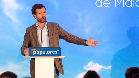 Casado acusa a Sánchez de utilizar los recursos públicos para hacer campaña