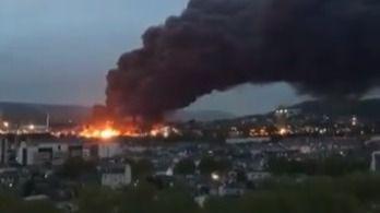 Un enorme incendio en una planta química de Francia obliga a cerrar las escuelas