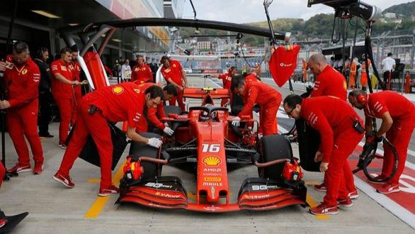 GP Rusia. Leclerc vuelve a arrebatarle la 'pole' a Lewis Hamilton
