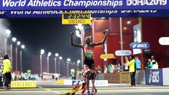 Mundiales. Chepngetich se hace con el oro en una maratón con casi 30 abandonos