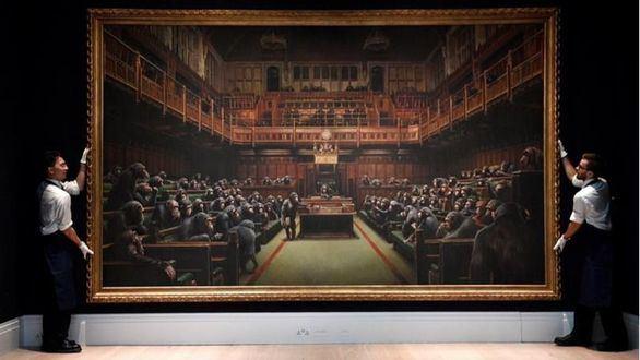 Chimpancés al frente del Parlamento británico: a subasta la obra distópica de Banksy