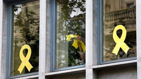 Torra cede ante el ultimátum de la JEC y retira los lazos amarillos