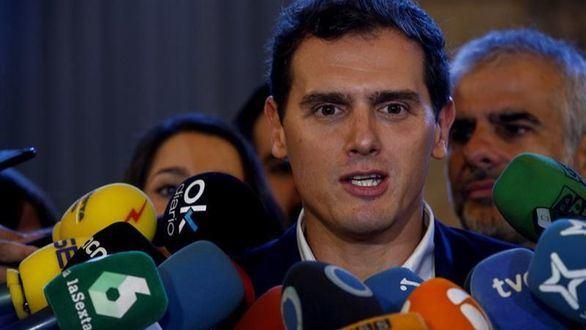 Rivera a la desesperada pretende formar parte del pacto PSOE-PP