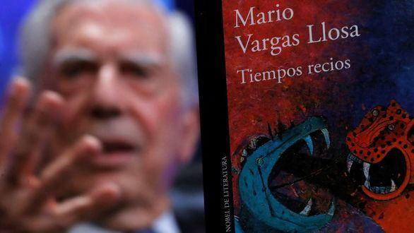 El Premio Nobel de Literatura, Mario Vargas Llosa, durante la presentación de su nueva novela, Tiempos recios