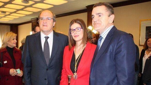 La alcaldesa de Móstoles pide la suspensión de militancia