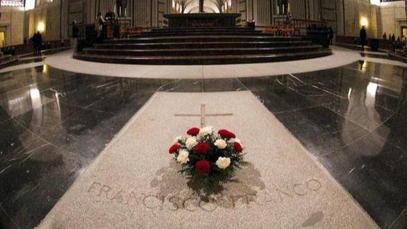 Sánchez lleva más de un año anunciando la exhumación de los restos de Franco