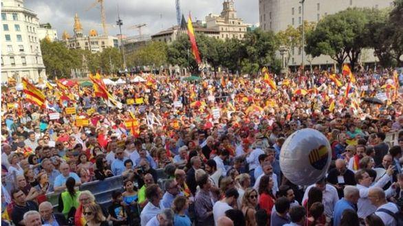 Miles de manifestantes en Barcelona por la unidad de España