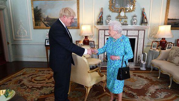 ¿Usará Johnson a Isabel II como un arma de propaganda electoral del 'brexit' duro?