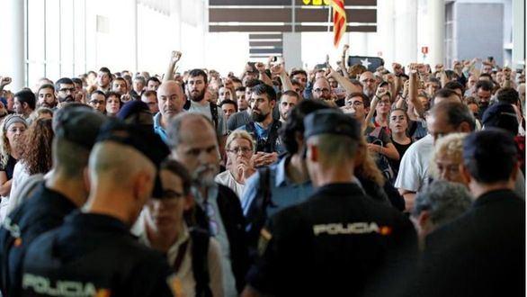 """La Policía Nacional sufrió """"jornadas abusivas"""" de hasta 17 horas en Cataluña"""