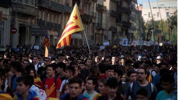 Miles de estudiantes toman Barcelona al grito de