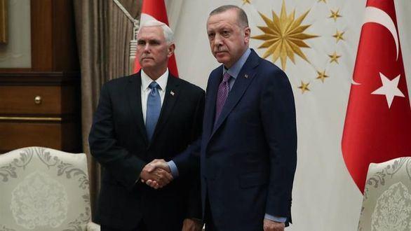 El presidente turco, Recep Tayyip Erdogan, y el vicepresidente estadounidense, Mike Pence.