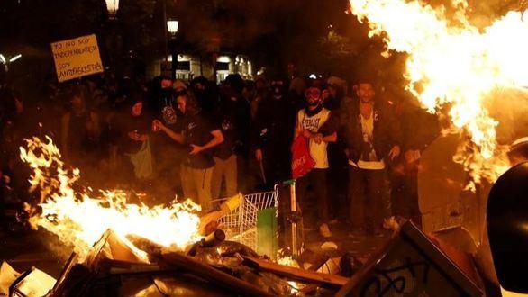 Manifestantes tras la concentración convocada por los CDR.