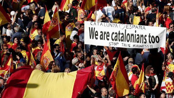 Multitudinaria manifestación constitucionalista pese al boicot separatista