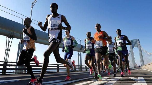 Los kenianos Joyciline Jepkosgei y Geoffrey Kamworor ganan el Maratón de Nueva York