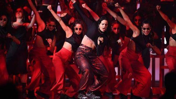 Rosalía vuelve a deslumbrar: actuación histórica y otro galardón de la MTV