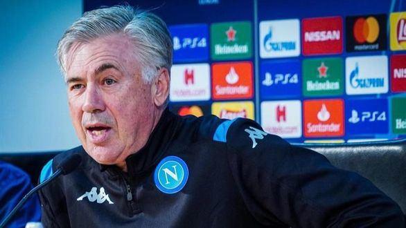 Los jugadores del Nápoles se amontinan contra la intención de su presidente de encerrarles
