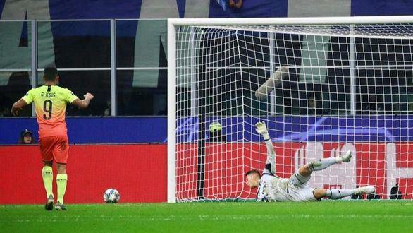 El Manchester City paga su relajación ante el Atalanta y acaba con el lateral de portero   1-1
